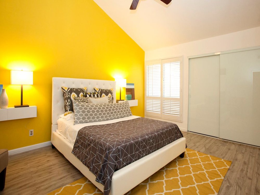 HHUTR210_yellow-contemporary-bedroom.jpg.rend.hgtvcom.1280.960.jpeg