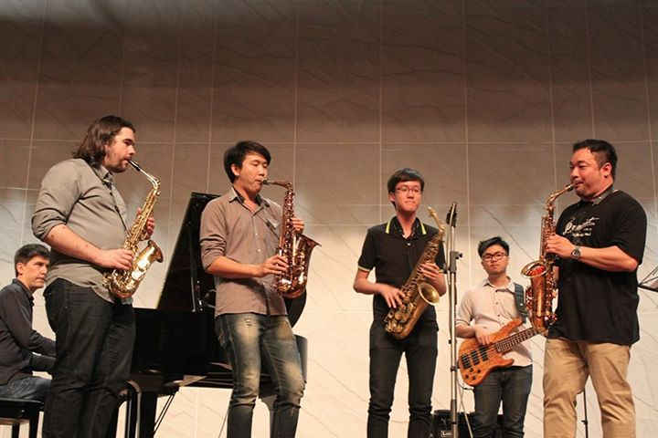 Jam session lead by Koh Saxman