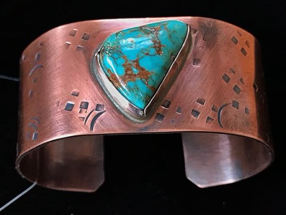 - This copper cuff was commissioned by Dave from Lovelock, NV with the intention to help soothe his arthritis. I added a turquoise stone, to encourage healing. My facebook followers liked this idea too: Marlene Sabatina Good energy in that one! Judy Vaughn Very nice…gorgeous yet manly. Cyndi Dan Wolke Beautiful. How wonderful of you to help him. Your beautiful gift should lift his spirits.