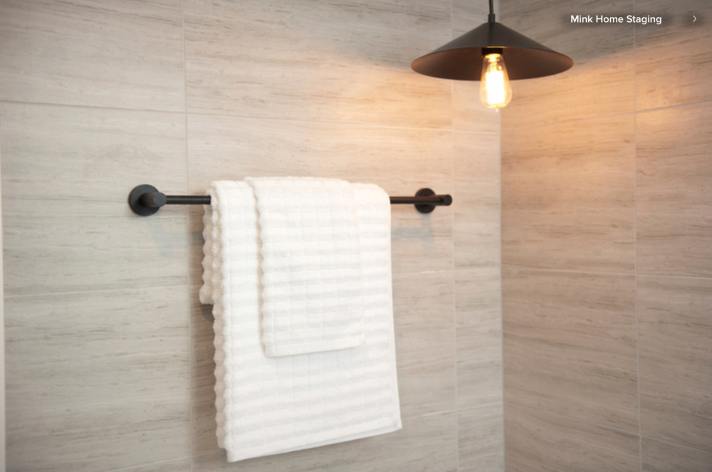Superieur Hang Luxurious Towels. Any Bathroom Can Be Instantly Transformed By Adding  Beautiful, Soft Towels. New Is Best (once Towels Have Been Washed, ...