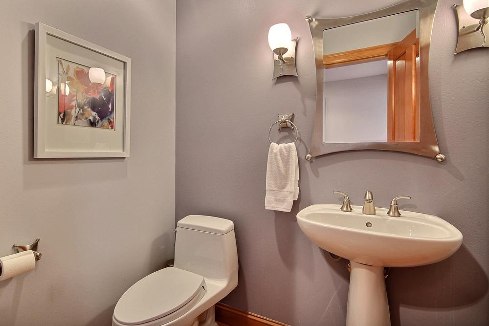 26374969_bathroom_1.jpg