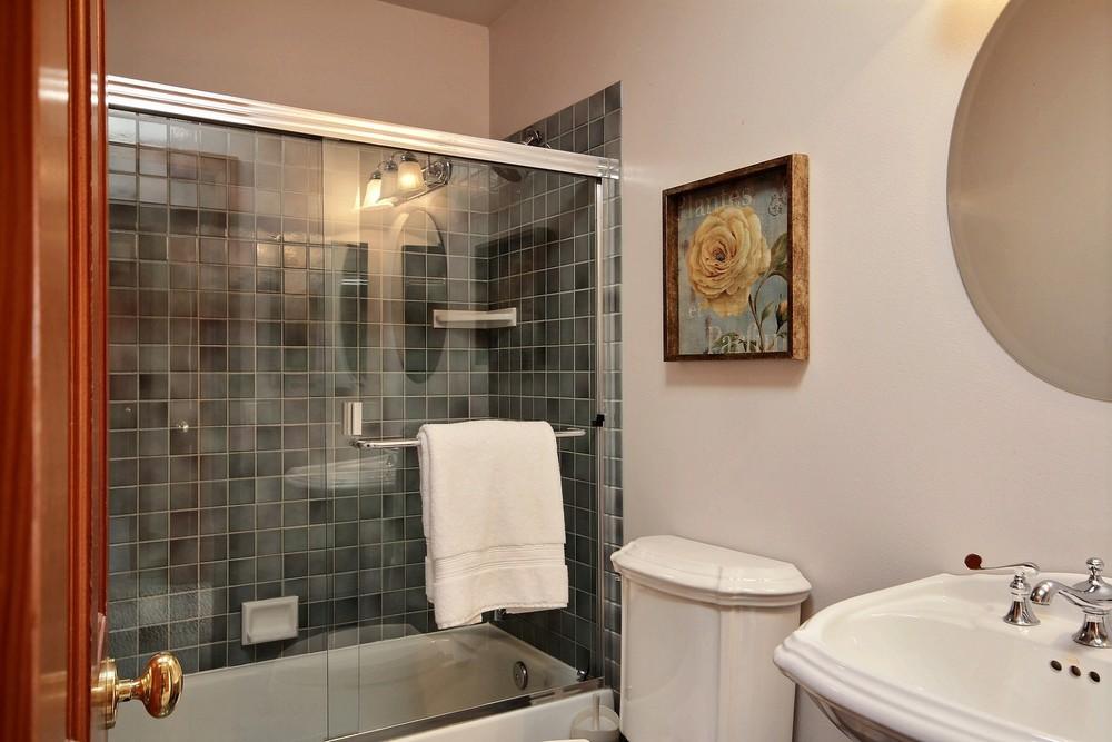 26374969_bathroom_2_1.jpg