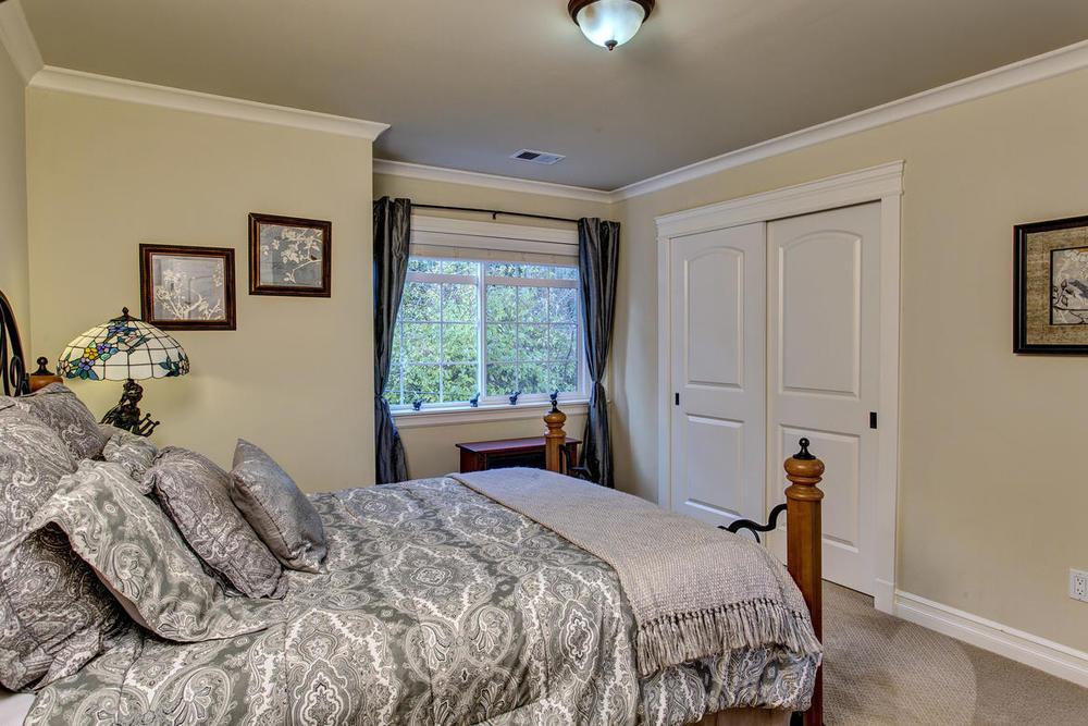 Bedroom03internet.jpg