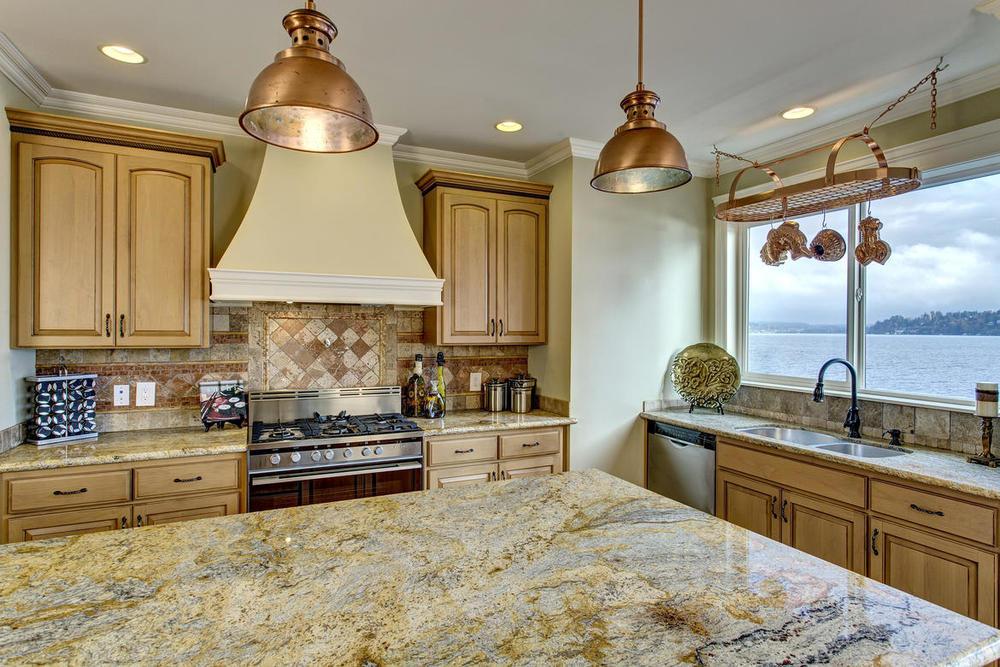 Kitchen02internet.jpg