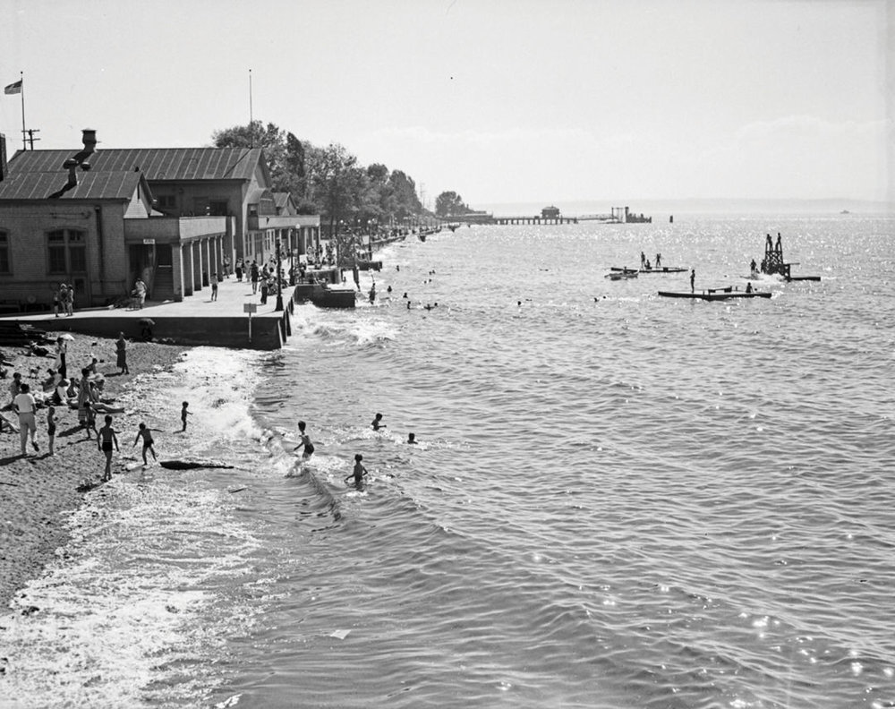 Alki Beach Bathhouse in 1936. IMAGE: SEATTLE MUNICIPAL ARCHIVES