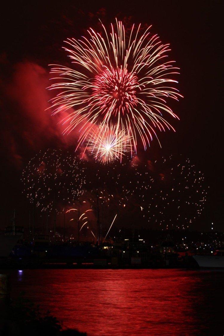 Fourth of July fireworks over Lake Union on Monday, July 4, 2016. (Sophia Nahli Allison / The Seattle Times)