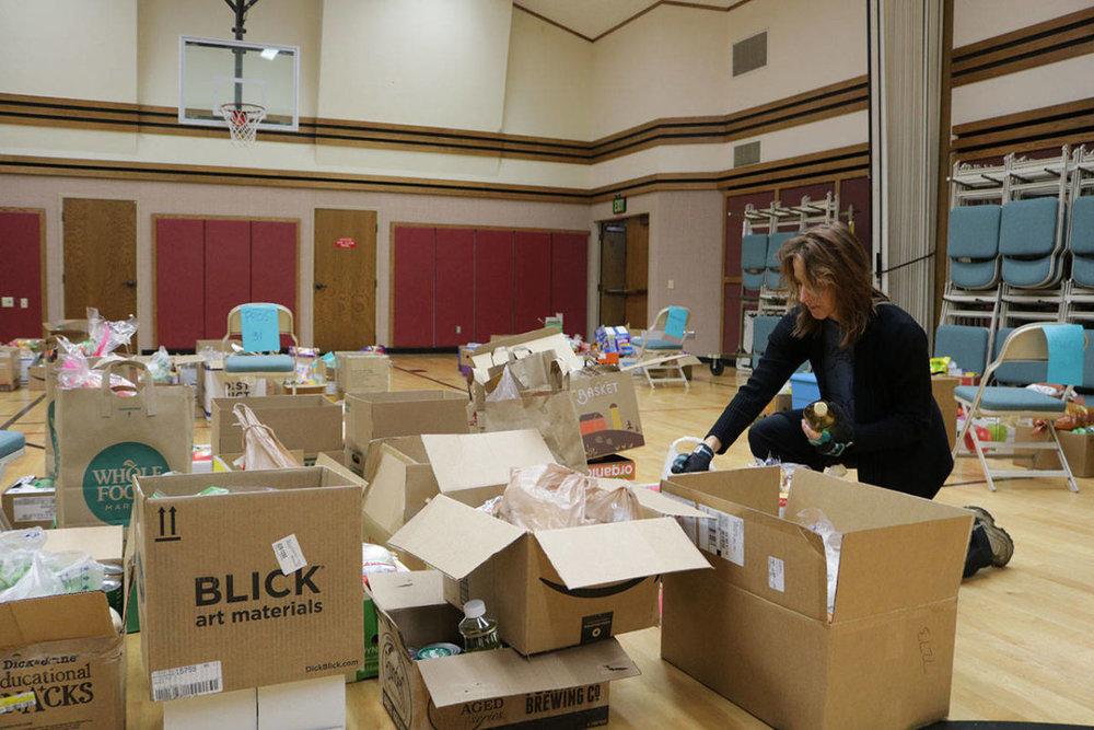 Lynette Apley organizes boxes of food during a past Kirkland Nourishing Networks drop-off day. Samantha Pak/staff reporter