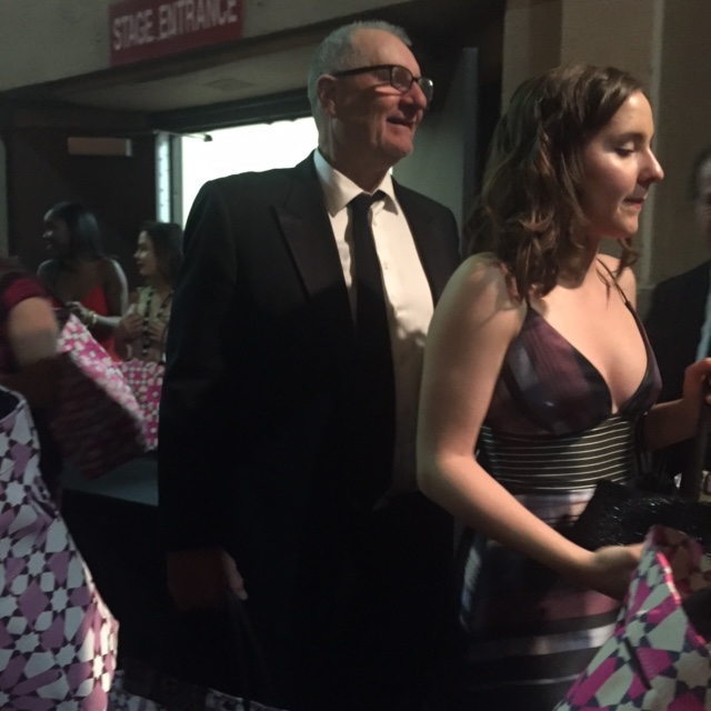 Ed O'Neil leaving the SAG Awards with his Gift Bag:)
