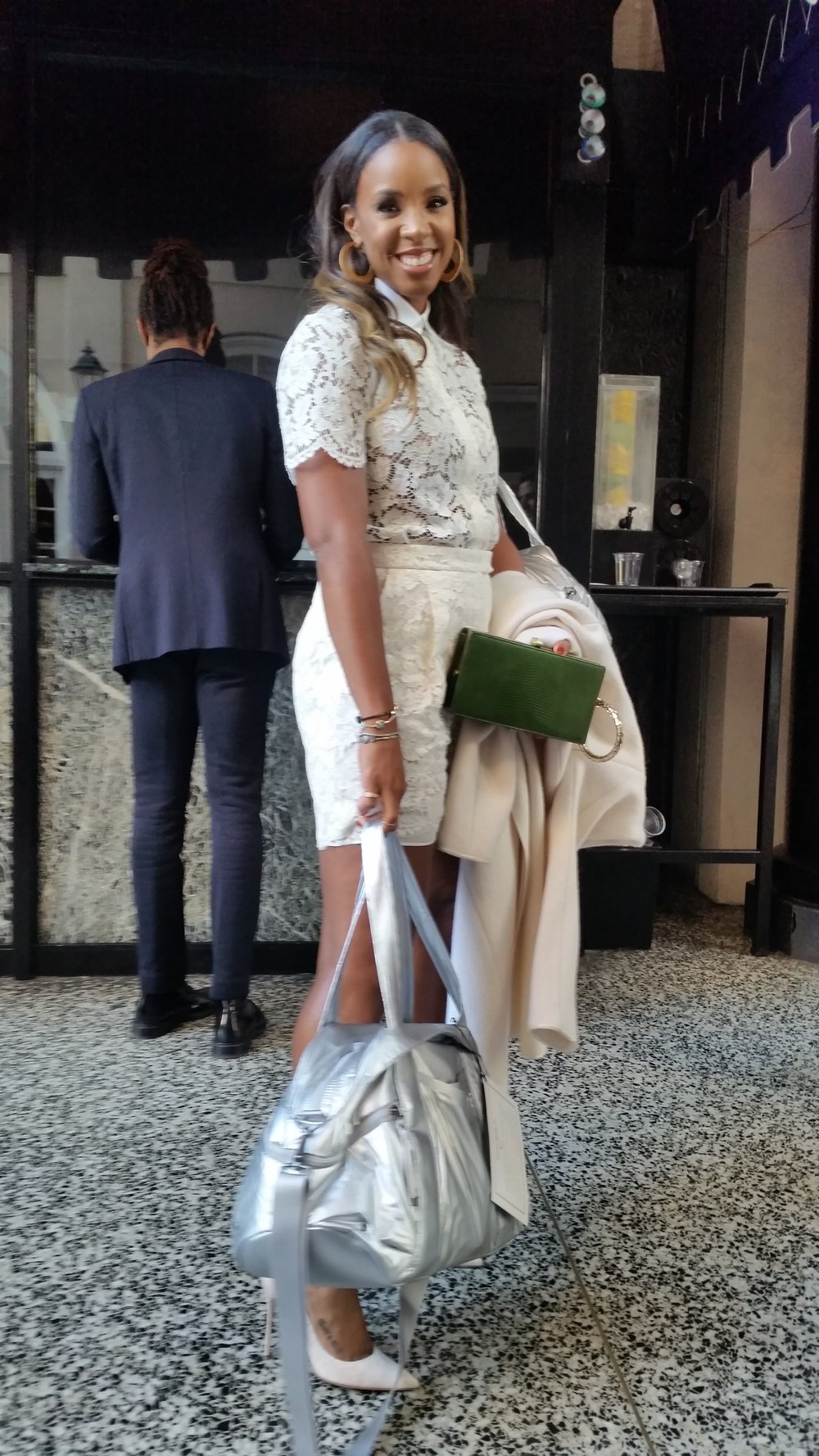kelly rowland carrying bag.jpg