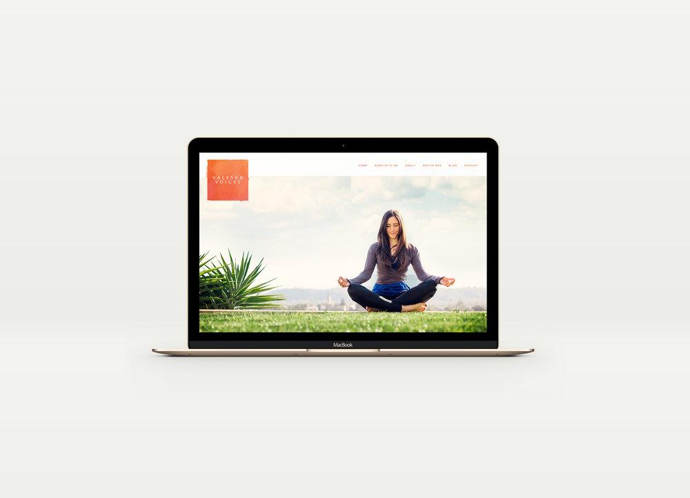 Macbook-Mockup-Valeska.jpg