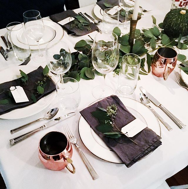 Leave it to @courtwittstew and @alexdstew to host the classiest Friendsgiving of all time 🌿