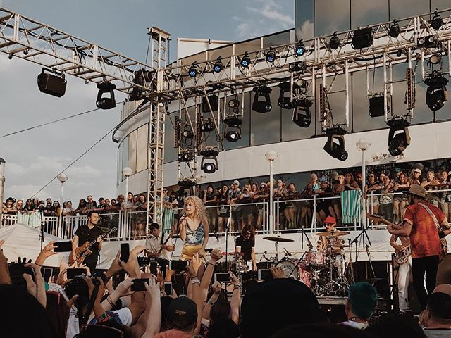 Can't believe I was on a freaking boat with @paramore. Thank you for everything and thanks for having me @assenreddie, @pizzvwvlf and others ♥️✨ Best vacay ever. 😭😍