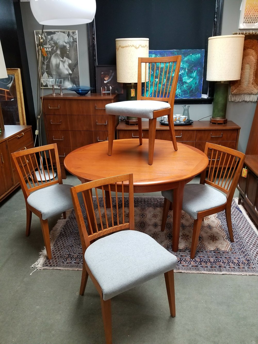 Set of 4 Mid-Century Modern spindleback dining chairs