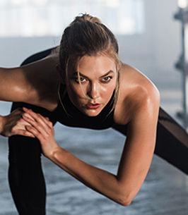 sport17-womens-desktop-homepage-featurecard-karliekloss-230x264-jan5_130843.jpg