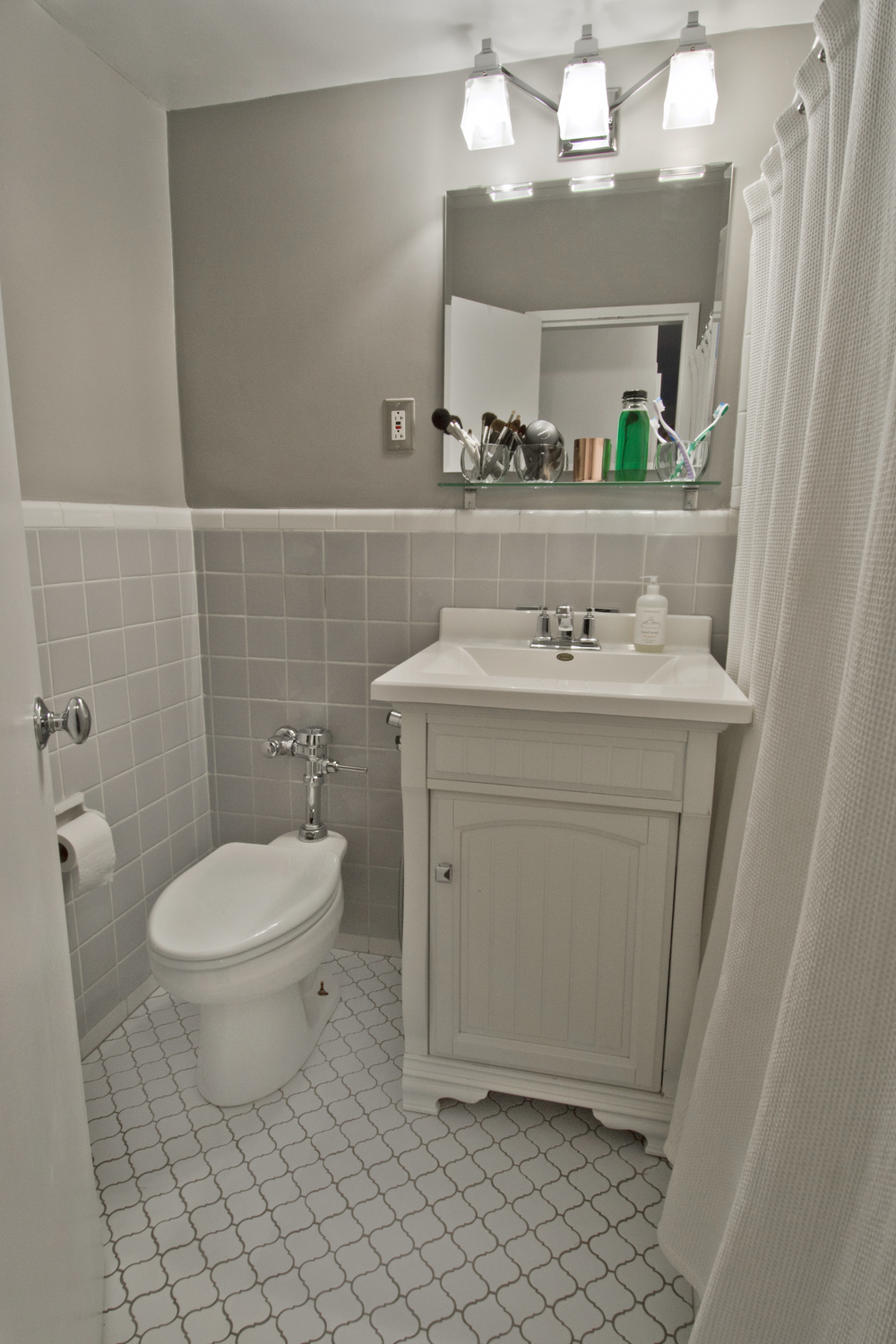 bathroom one.jpg