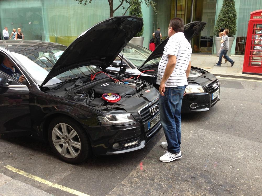 Talvez seja um dos raros lugares do mundo onde se possa ver dois Audi fazendo chupeta.