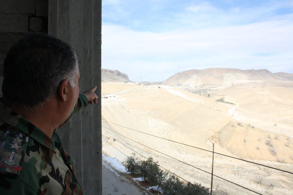 Close to the frontline: Syrian officer shows were the islamist fighting groups hide in Maaloula