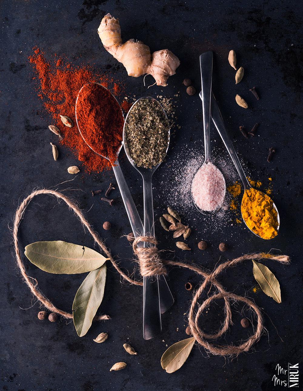 Flatlay_essential_produkty_food_przyprawy_mruki