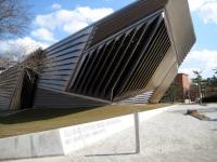Broad Museum,   Wikimedia Creative Commons .