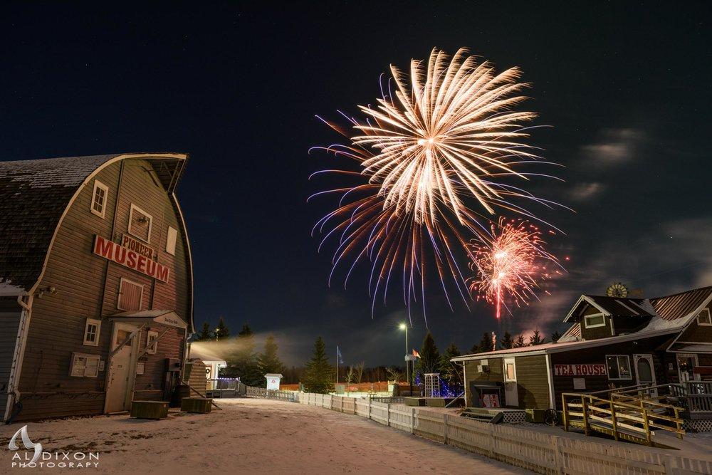 New Year's Eve fireworks over @pioneermuseum.ca in @StonyPlainAlberta #FamilyFest #StonyPlain