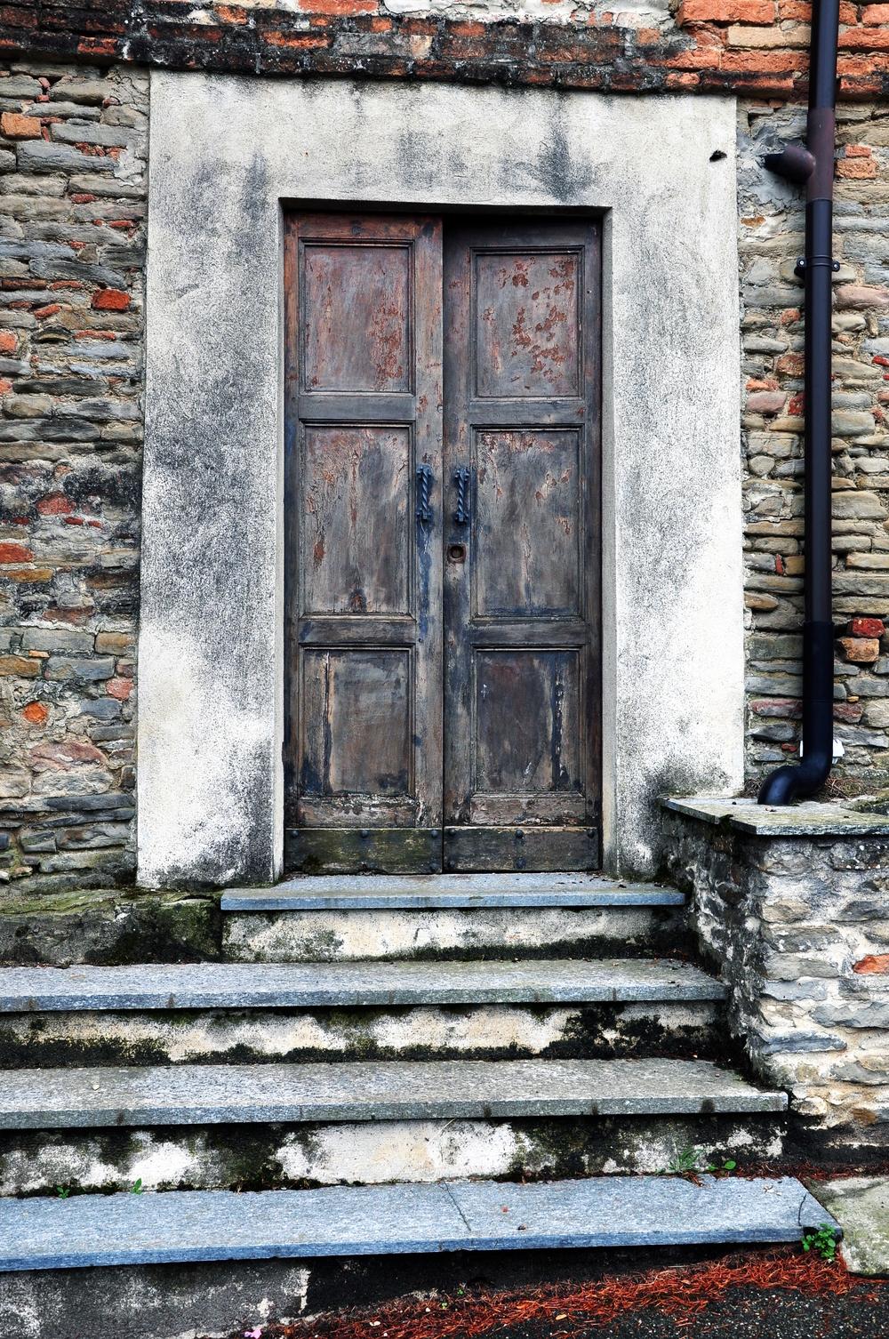 Door in Castiglione Tinella