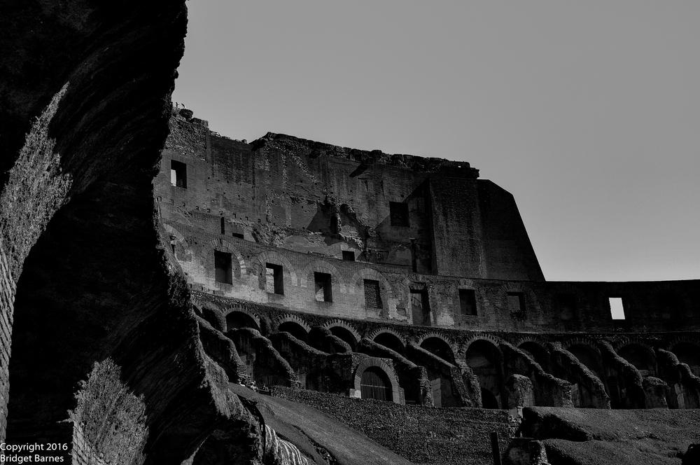 BandWColosseum4.jpg