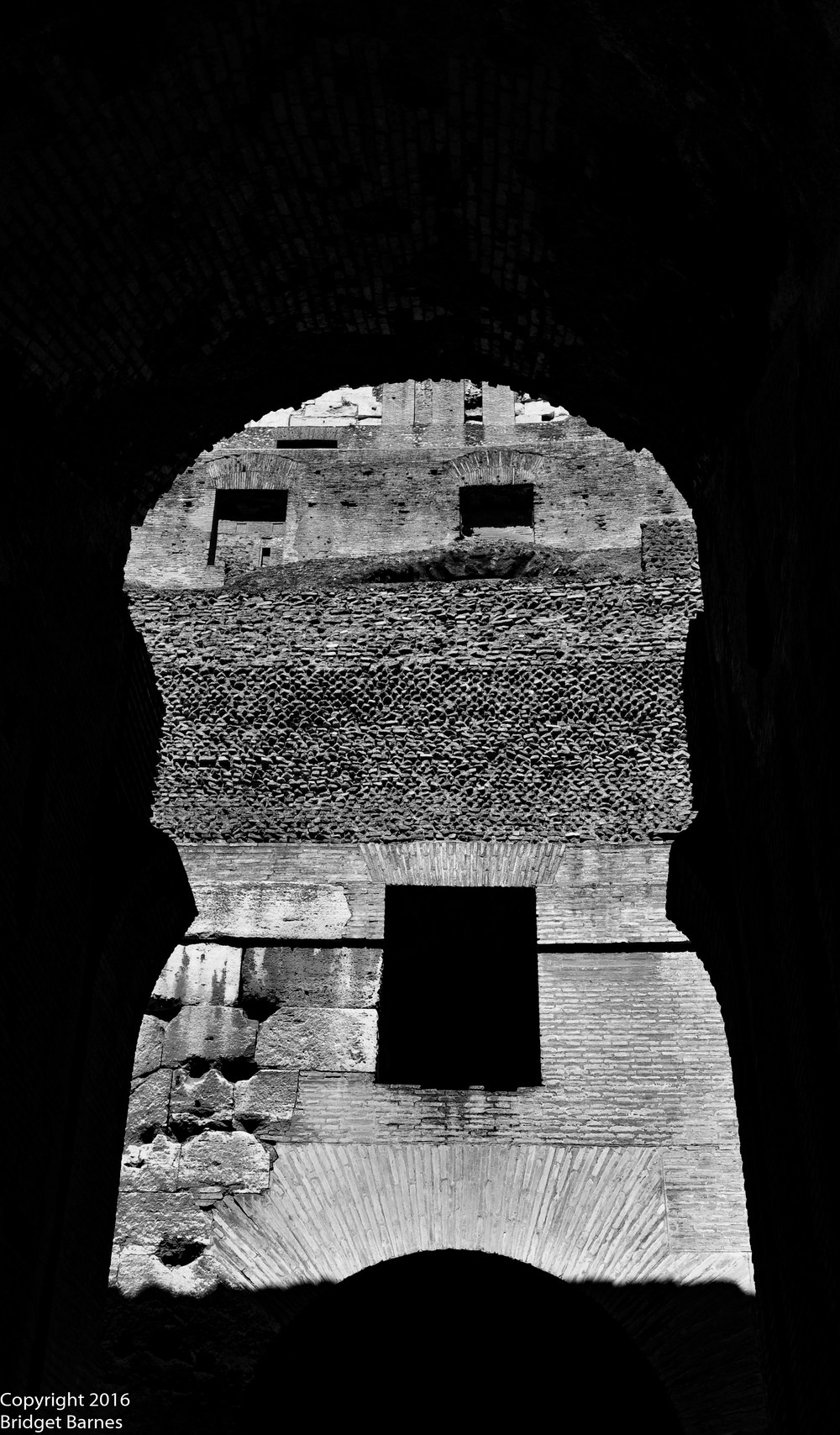 BandWColosseum5.jpg