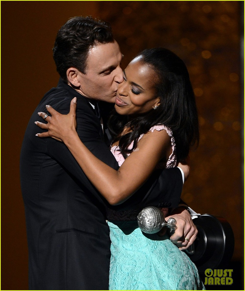 tony-goldwyn-scandal-wins-naacp-best-drama-series-02.jpg