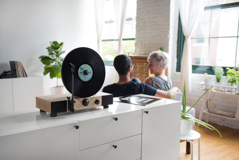 The Floating Record Vertical Turntable by Gramovox