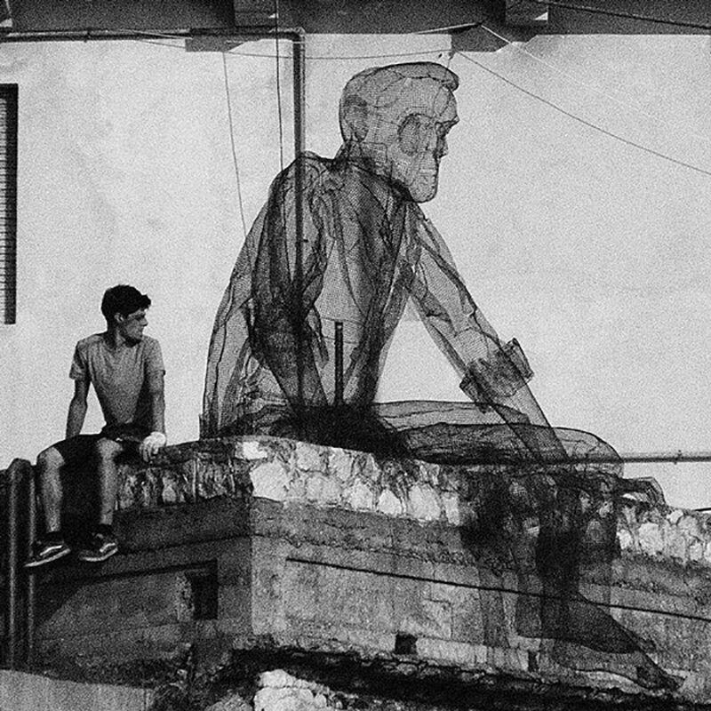 wire mesh sculpture by Edoardo Tresoldi