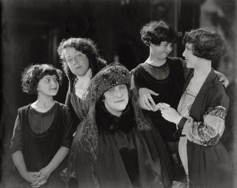 Bernice, Malvina, Tina, Ruth, Shirley Mason at Fox Studios, Hollywood (1921)