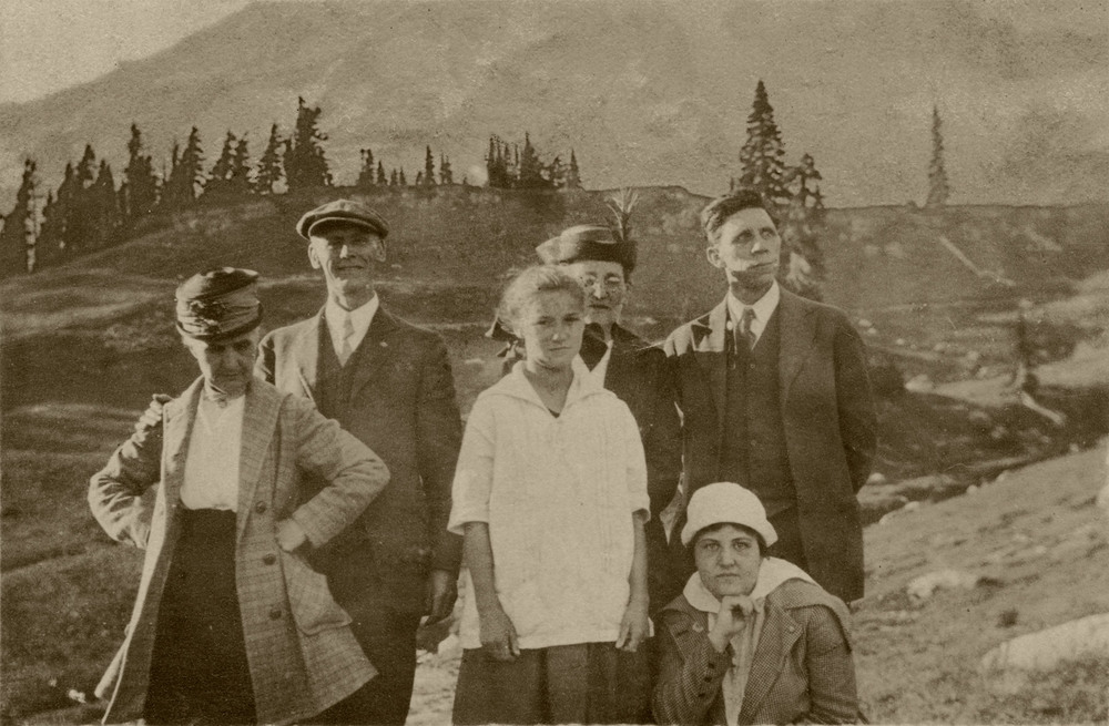 Mildred Eastham and Lister Family at Mt. Rainier