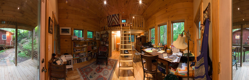 Click Image for a navigable 360-degree panorama of the interior of Diane's cabin.