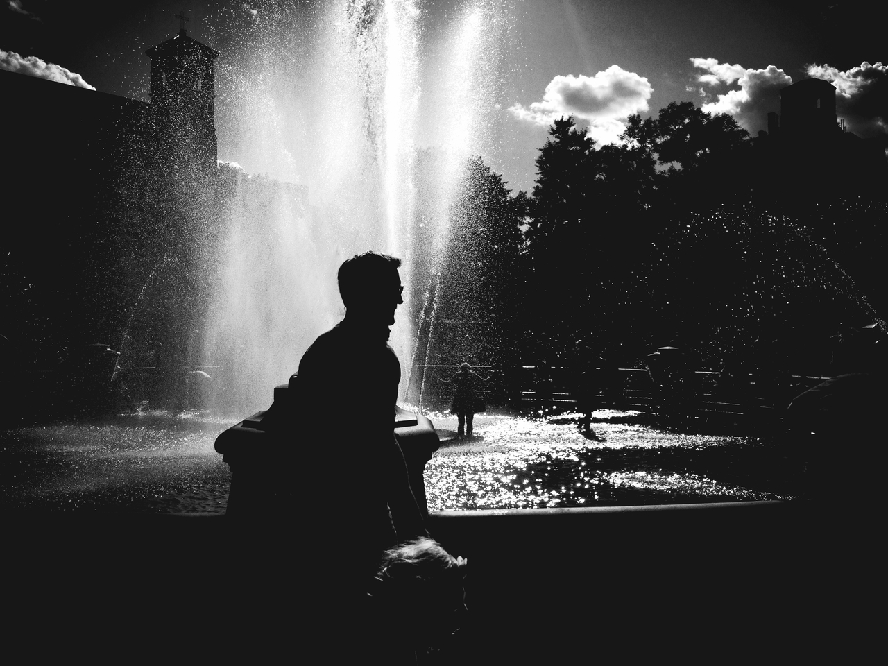 Water the Life #peppersearching #pepper #photos #father #kid #parent #water #fountain #washingtonsquarepark #nyc