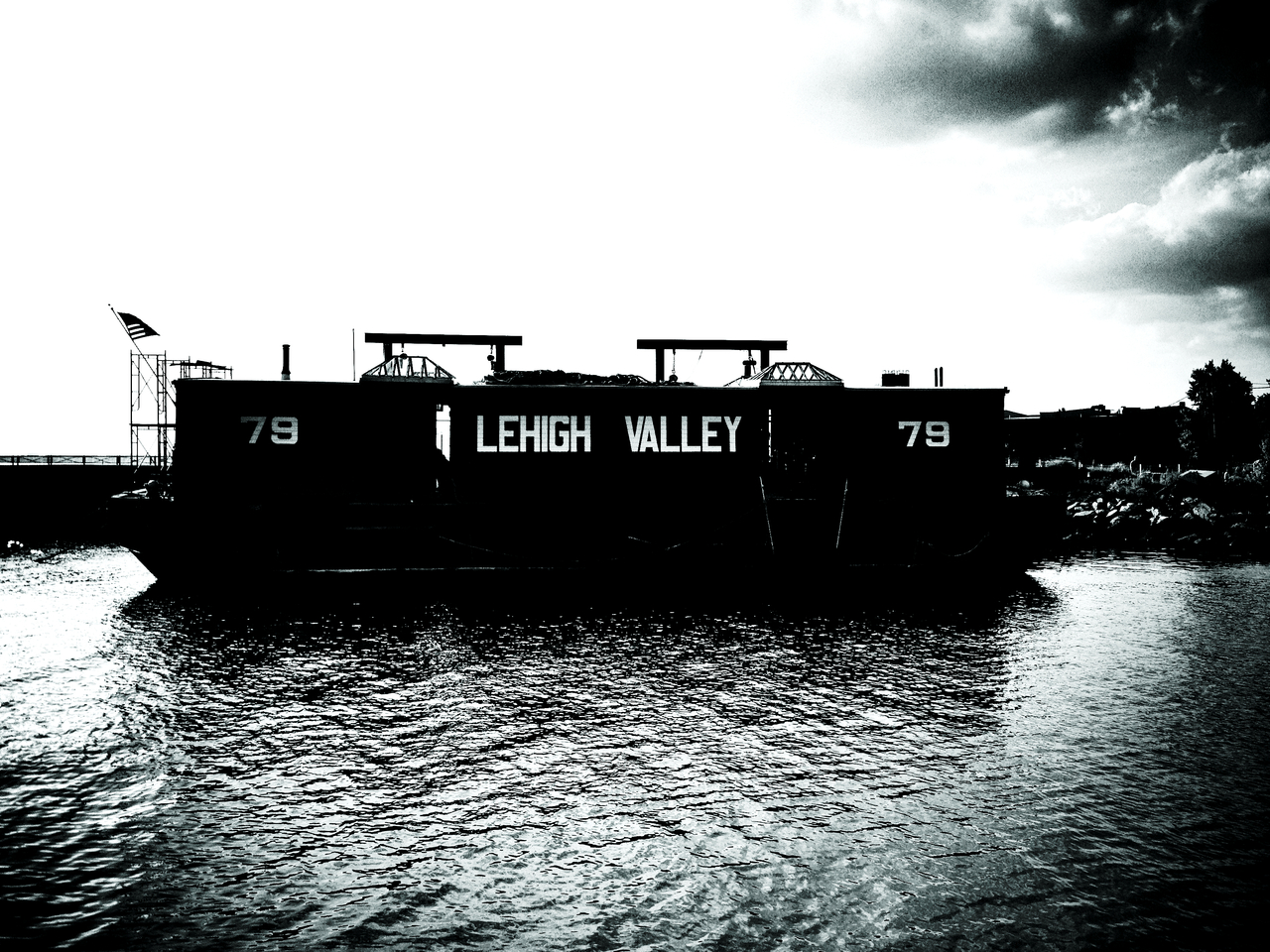 Valley On The Bay #peppersearching #pepper #photos #type #blackwhite #boat #bay #brooklyn #nyc