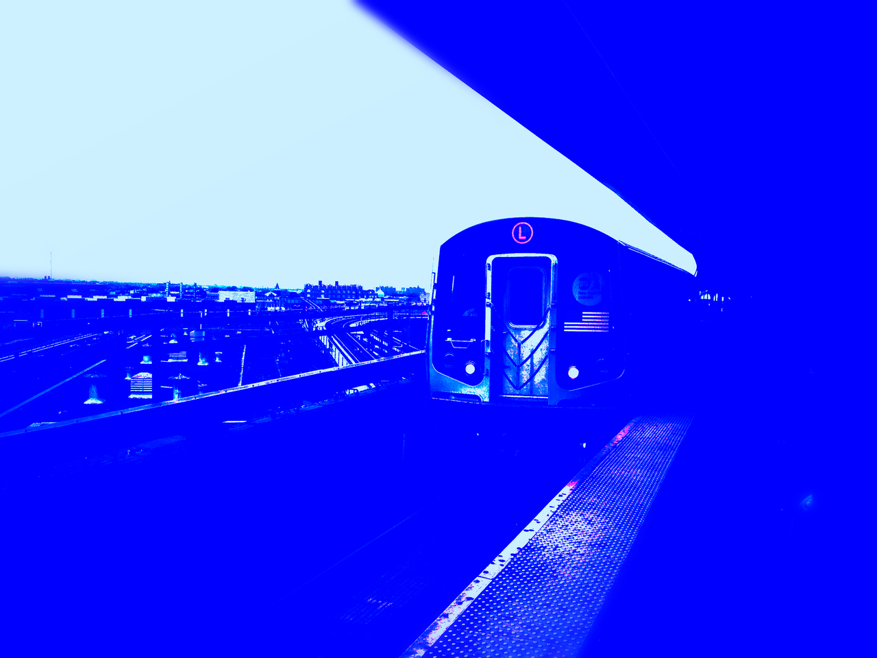 Blues From Carnarsie #peppersearching #pepper #photos #brooklyn #mta #train #blue #tracks