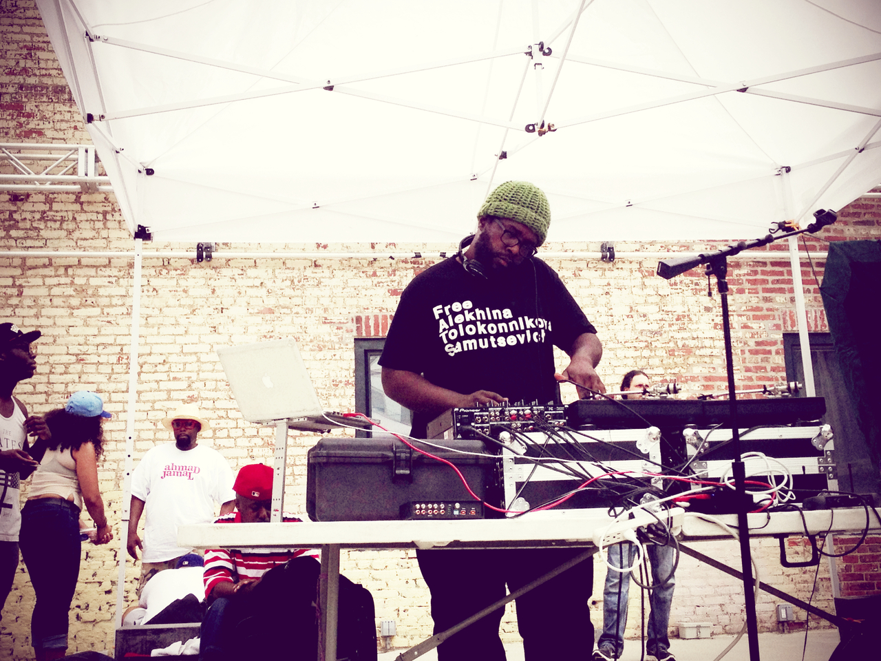 Questlove spinning at the BK Flea in Philly #peppersearching #pepper #photos #dj #spinning #flea