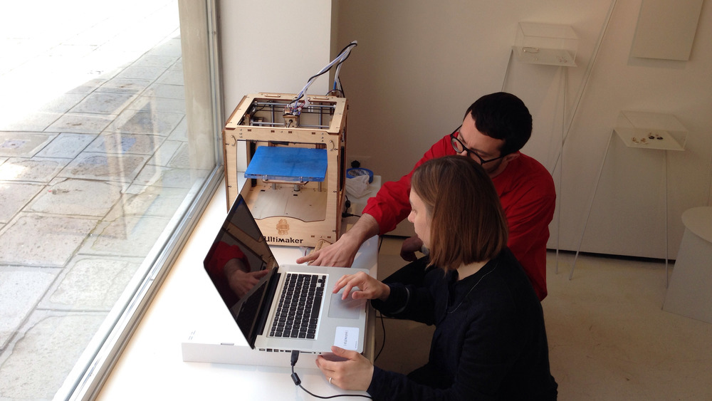 Davide Fornari of SUPSI helping me to calibrate the Ultimaker 3D printer
