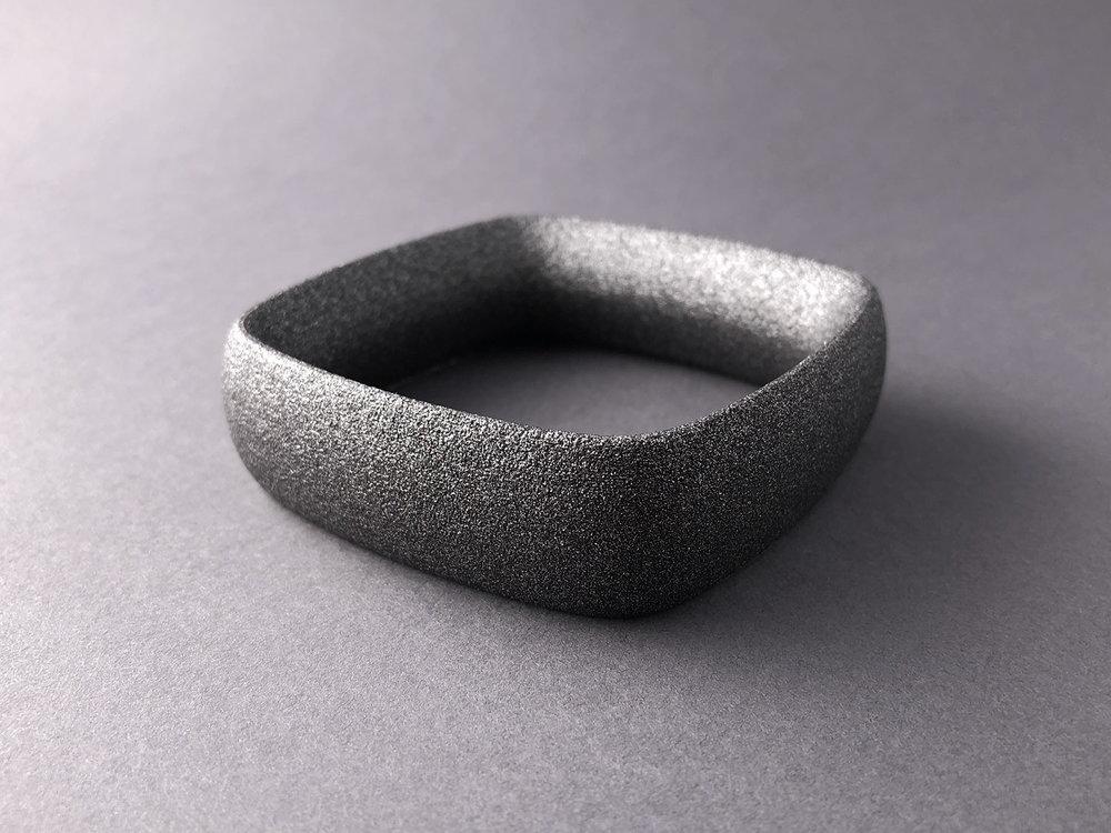 digimorphe_square_bracelet_1_2508_bw.jpg