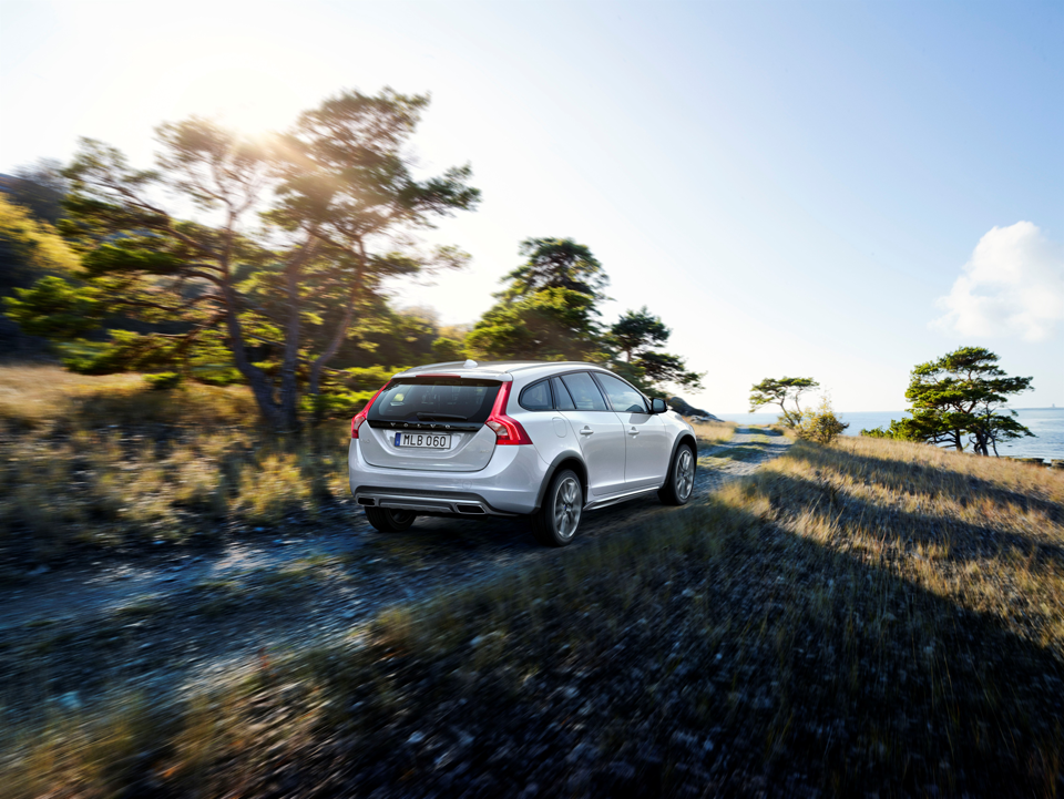 153906_Volvo_V60_Cross_Country.png