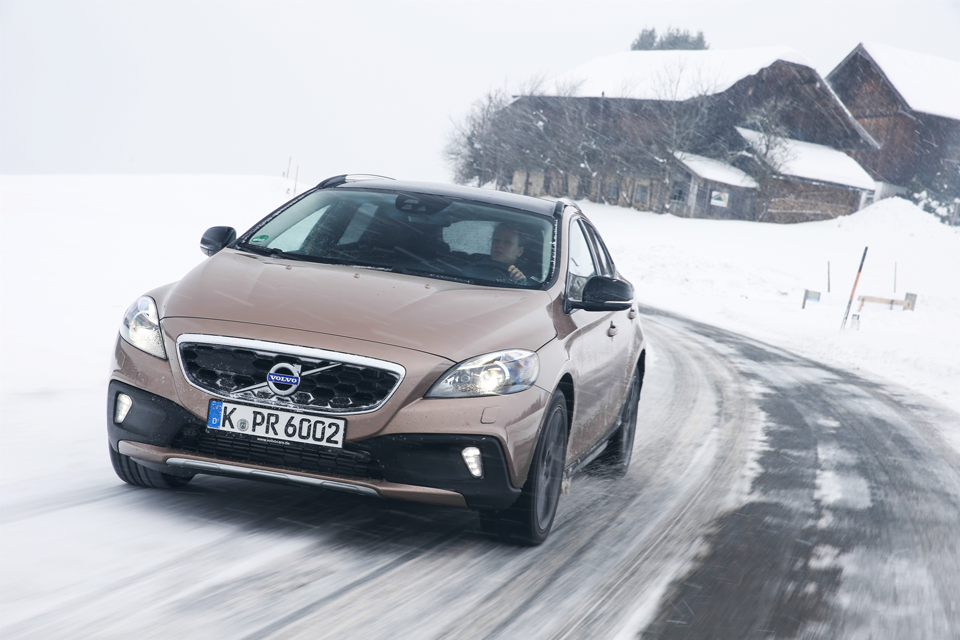 157019_Volvo_V40_Cross_Country.png