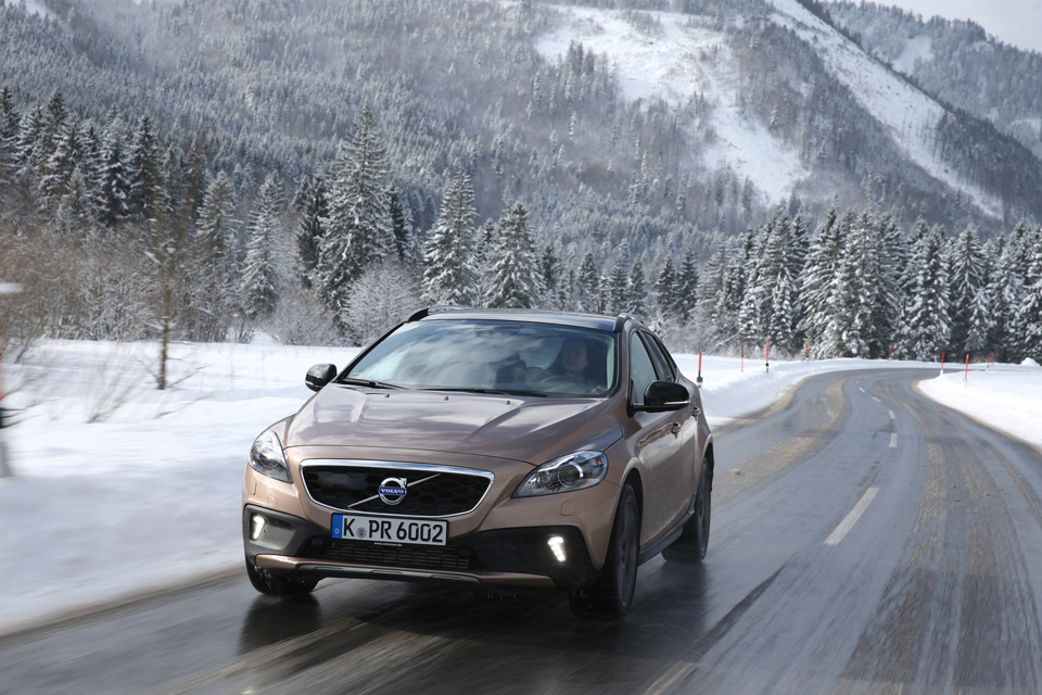 157020_Volvo_V40_Cross_Country.png