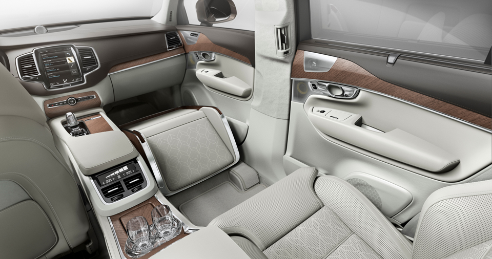 161668_Volvo_XC90_Excellence_Lounge_Console.png