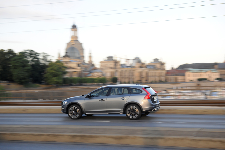 165933_Volvo_V60_Cross_Country.png