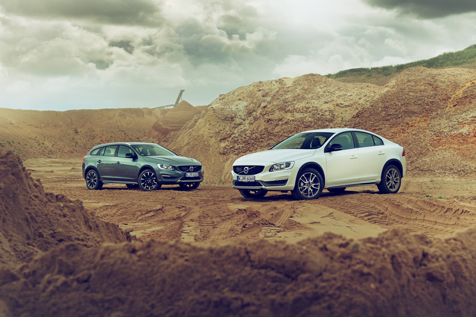 165957_Volvo_V60_Cross_Country_und_S60_Cross_Country.png
