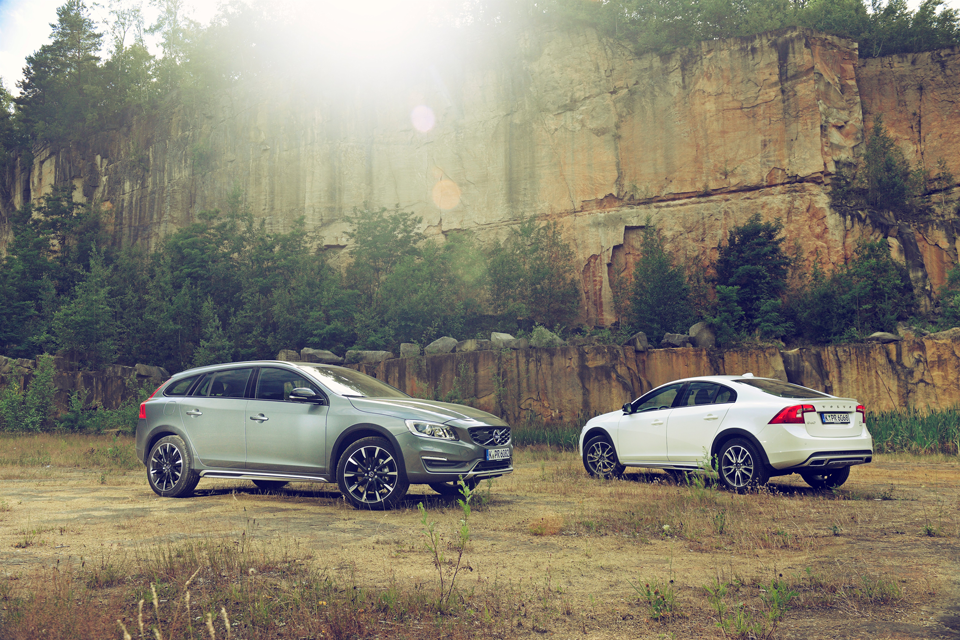 165959_Volvo_V60_Cross_Country_und_S60_Cross_Country.png