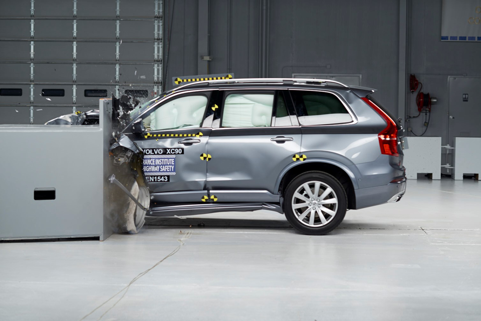 167402_Volvo_XC90_Small_Overlap_Crashtest.png