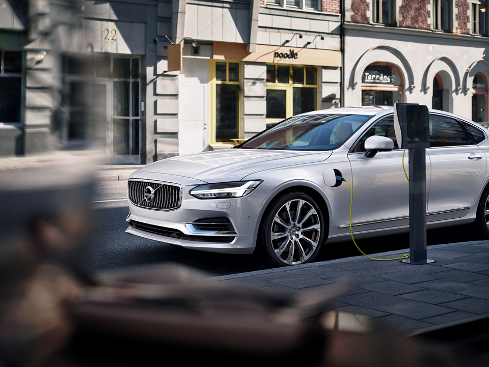 170931_Volvo_S90_Twin_Engine.png