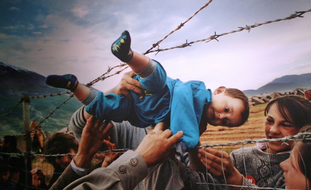 Albanians trying to cross from Kosovo into Macedonia and Albania in 2000. This photograph, by Carol Guzy, Lucian Perkins and Michael Williamson won a Pulitzer Prize.