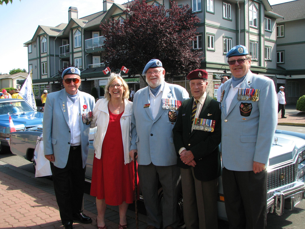 Elizabeth May, leader of the Green Party,  with veterans in Victoria, B.C. (Billy Willbond)